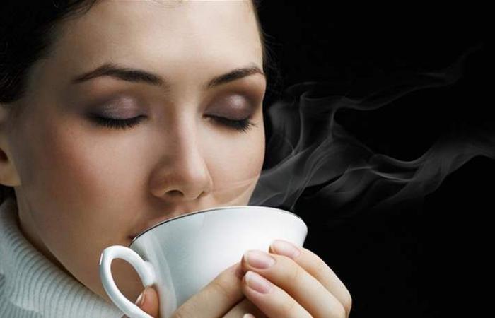 بالقهوة فقط.. تخلصي من سمنة الذقن
