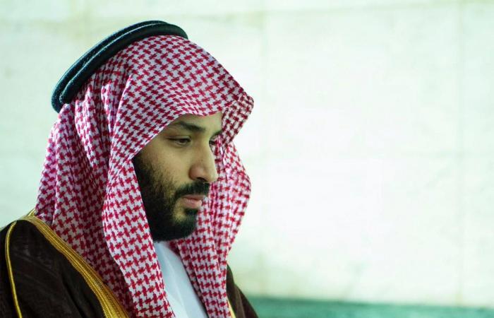 الخليح | بالصور.. ولي العهد السعودي في الحرم المكي الشريف