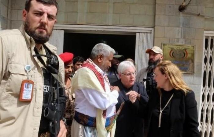 اليمن | غريفيثس بصنعاء في زيارة مفاجئة.. وقصف حوثي في الحديدة