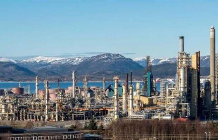 النفط قرب ذروة 2019 بفعل خفض المعروض