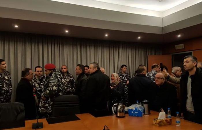 بالصور: مجلس نقابة الأطباء يتحوّل إلى ثكنة عسكرية!