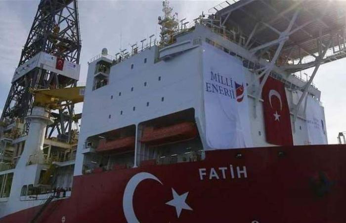 أنقرة تصعّد.. تنقيب في شرق المتوسط بحماية الجيش التركي