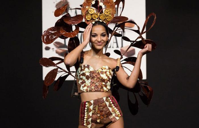 بالفيديو: عارضات أزياء بأثواب من الشوكولاتة في بروكسيل