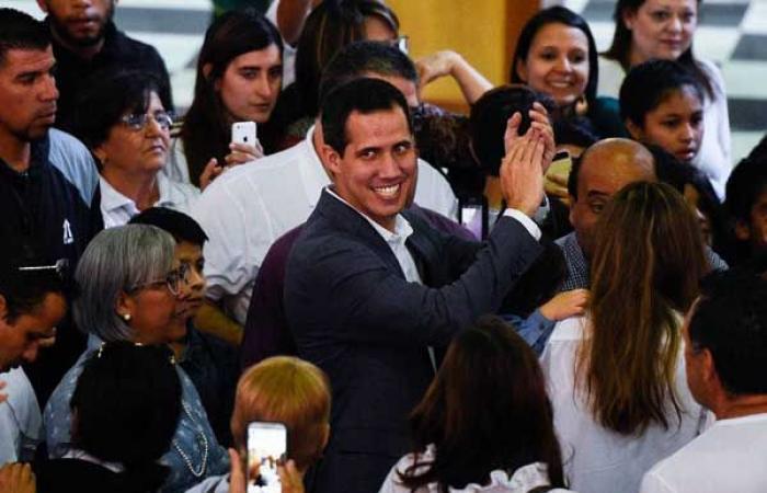 """غوايدو يتحدى حظر السفر ويظهر في كولومبيا بمساعدة """"الجيش"""""""