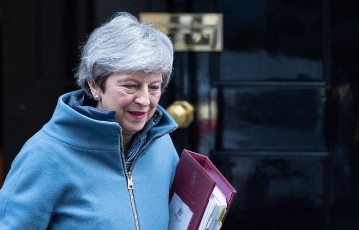وزراء يهددون ماي بالإستقالة لإفشال بريكسيت بلا اتفاق