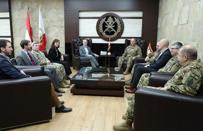 قائد الجيش بحث مع وفد أميركي العلاقات الثنائية