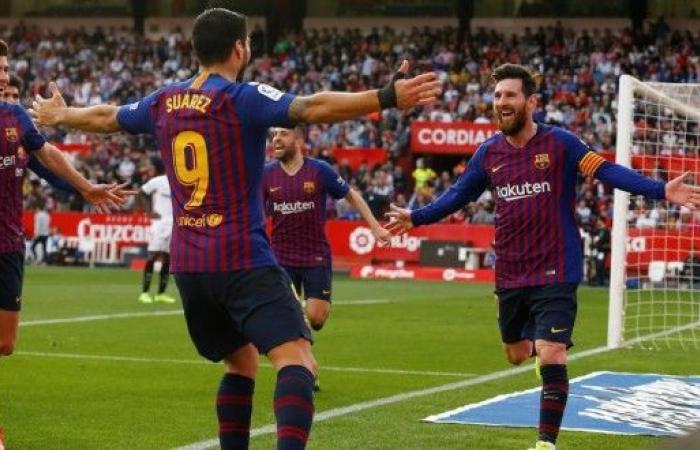"""""""هاتريك"""" ميسي يقود برشلونة للفوز على إشبيلية في الليغا"""