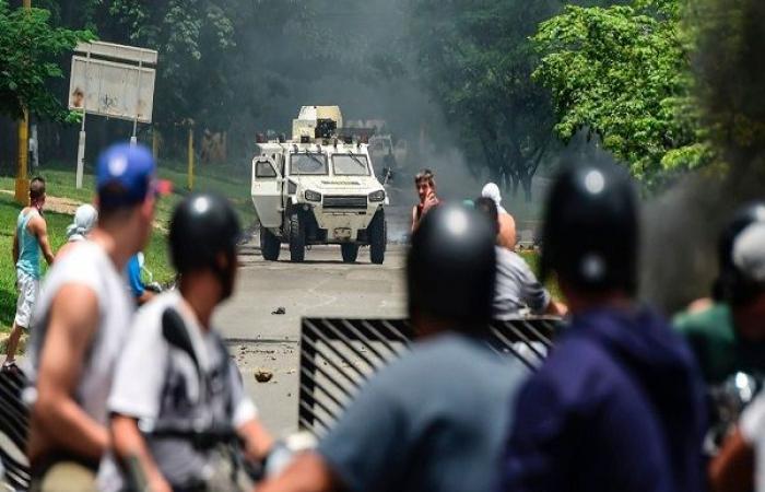انشقاق أكثر من مئة عسكري وشرطي فنزويلي