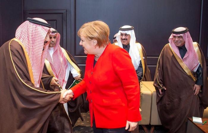 الخليح   الملك سلمان يلتقي ميركل خلال القمة العربية الأوروبية