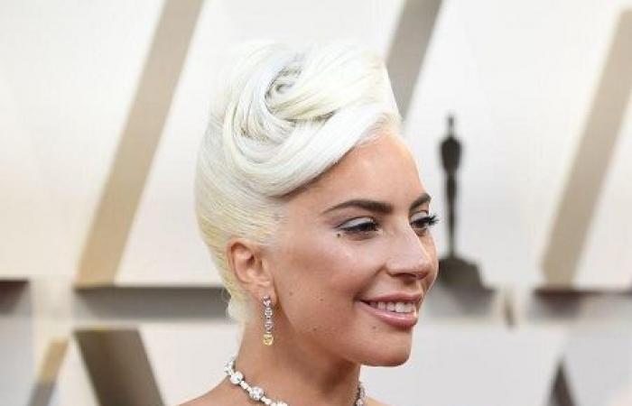 ليدي غاغا تتألّق بقلِادة تَصِل قيمتها لـ30 مليون دولار في 'الأوسكار'