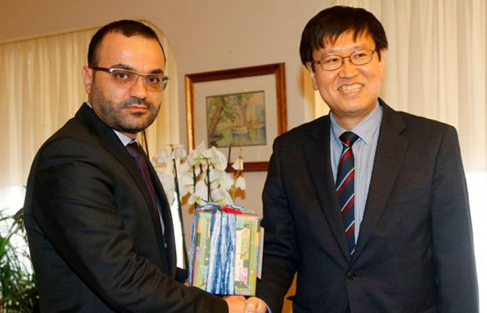 داوود عرض والسفير الكوري العلاقات الثنائية