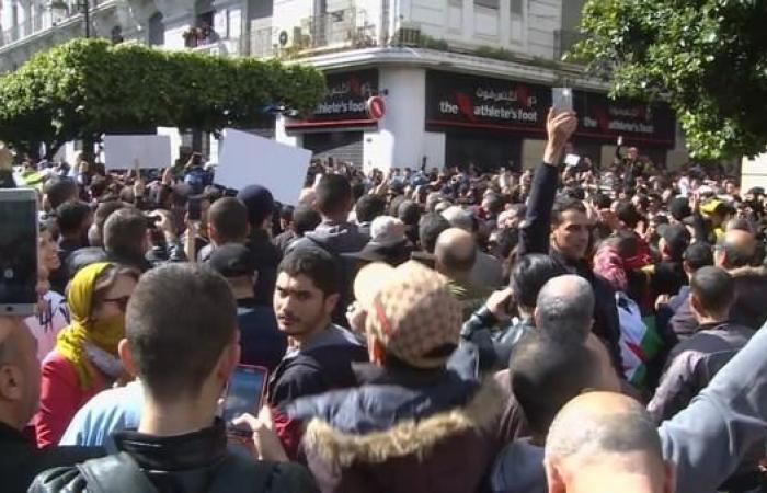 الأمن يمنع طلبة من الاحتجاج بالشارع على ترشح بوتفليقة