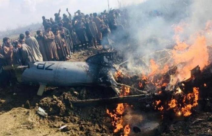 باكستان تسقط طائرتين هنديتين وتأسر طياراً (بالصور)