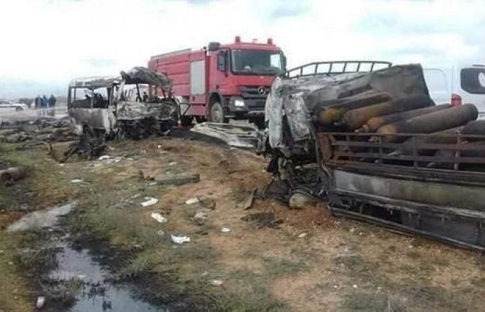 ليبيا.. مصرع 13 عاملاً نفطياً في حادث سير مروع