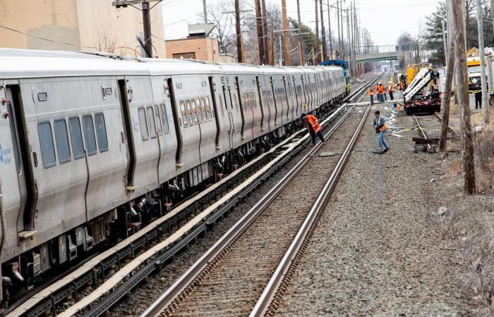 صور.. قطاران يدهسان سيارة فى أمريكا ومصرع ثلاثة أشخاص
