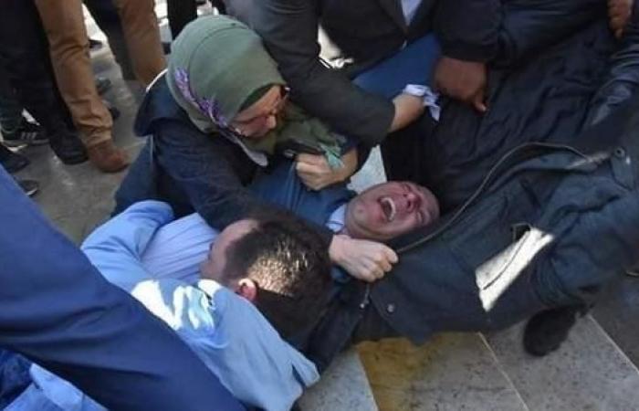 الجزائر.. اعتقال صحفيين خلال مسيرة ضد ترشح بوتفليقة