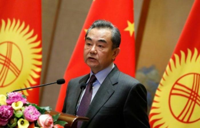 وزير الخارجية الصيني يدعو باكستان والهند إلى تفادي تصعيد التوتر