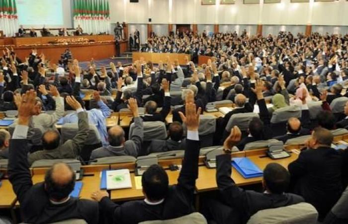 الجزائر.. 6 أحزاب تقاطع نشاطات البرلمان حتى إشعار آخر