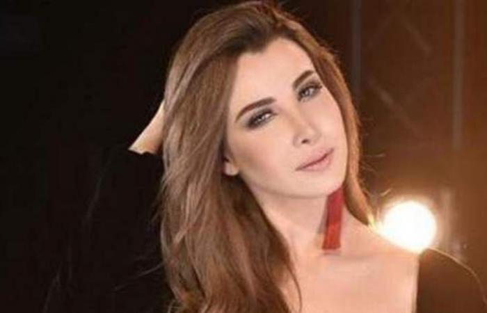 فيديو قديم: نانسي عجرم في بداياتها.. ملابس عادية ومن دون ماكياج
