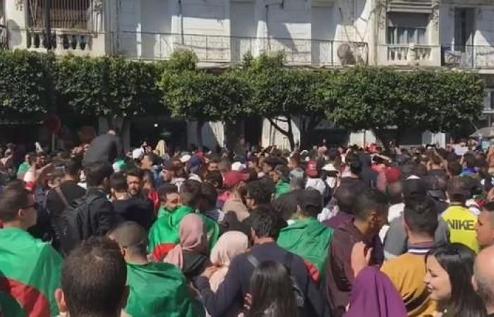 الجزائر.. المعارضة تجتمع للرد على قرارات بوتفليقة