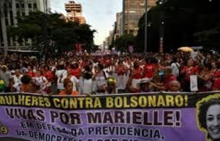 توقيف شرطيين سابقين في قضية اغتيال ناشطة برازيلية حقوقية قبل عام