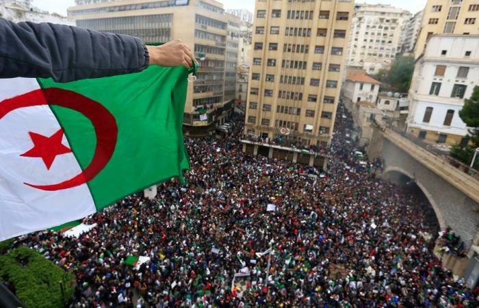 """الجزائر: """"حاكم عربي"""".. ومستقبلٌ مجهول"""