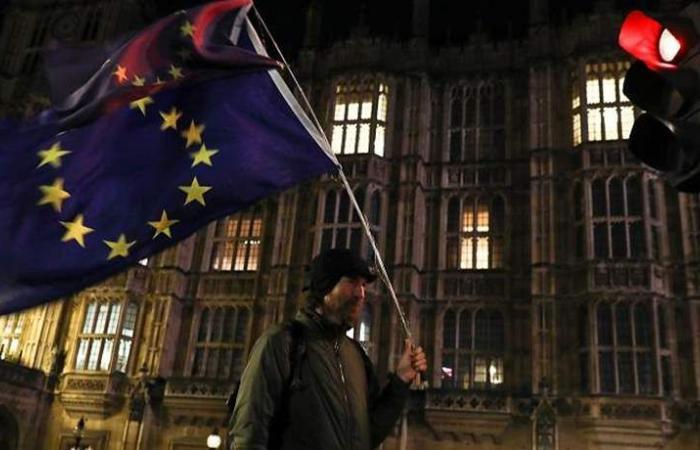 بريطانيا تعلن خططا بشأن الحدود وخفض الرسوم تحسبا للانفصال بدون اتفاق