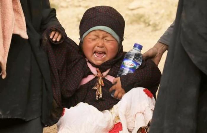 سوريا | رحلة الخروج من الباغوز.. شاهد داعشية ترمي طفلاً وتتأفف