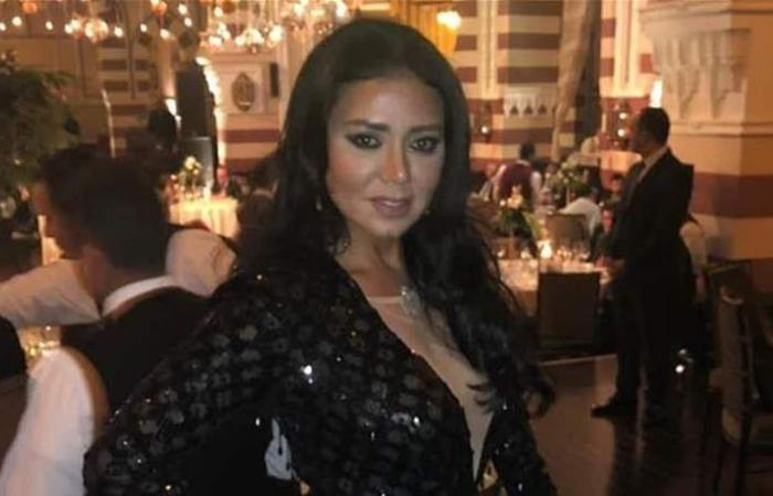 رانيا يوسف بإطلالة جديدة.. شاهدوها بـ'فستان الجماجم'! (صور)