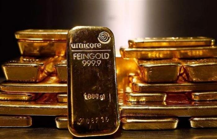 الذهب يرتفع بفعل تراجع الدولار والضبابية العالمية