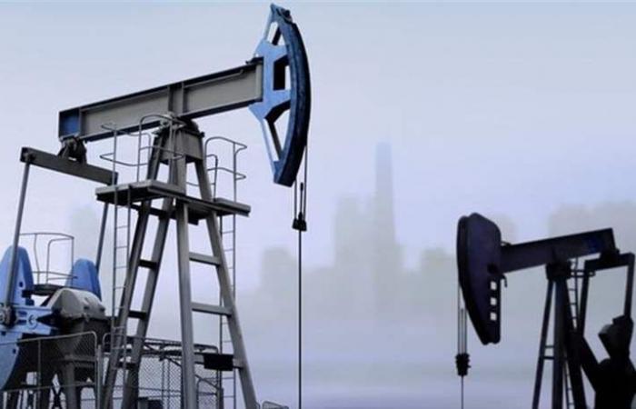 النفط يرتفع ويسجل أعلى مستوى منذ بداية العام