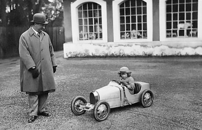 'بوغاتي الصغيرة' سيارة حقيقية لأطفال الأثرياء.. وهذا سعرها! (صور)