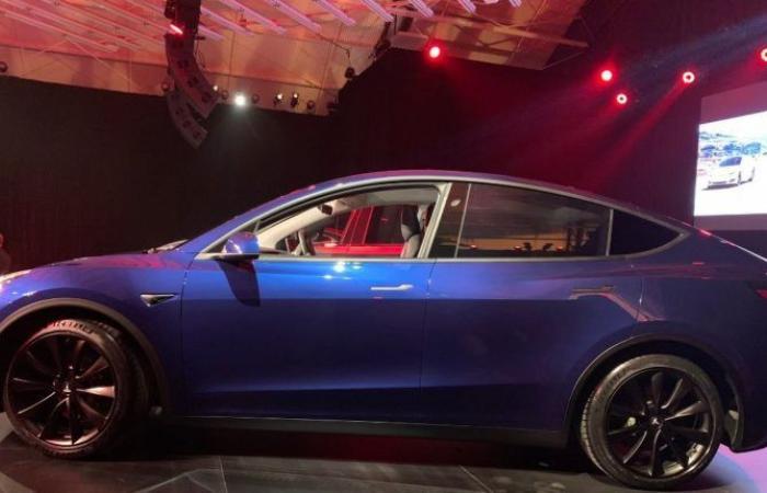 تيسلا تكشف رسميًا عن سيارتها الجديدة Model Y