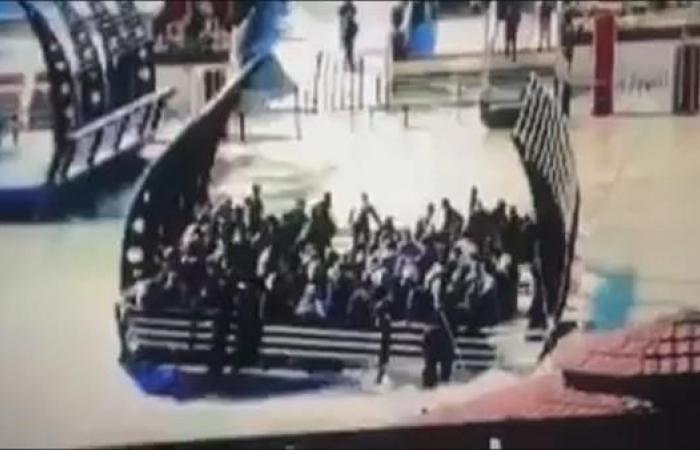 العراق | شاهد لحظات غرق عبارة الموصل وانقلابها فوق الركاب