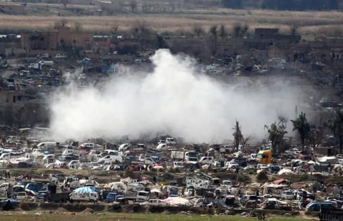 سوريا | مقاتلون سوريون يزيلون المتفجرات بالباغوز بعد هزيمة داعش