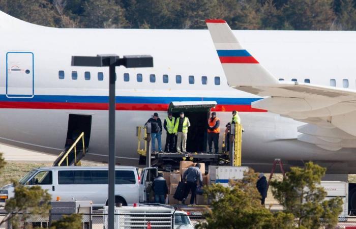 رصد طائرة روسية في مطار فنزويلا وسط تقارير عن وصول جنود روس