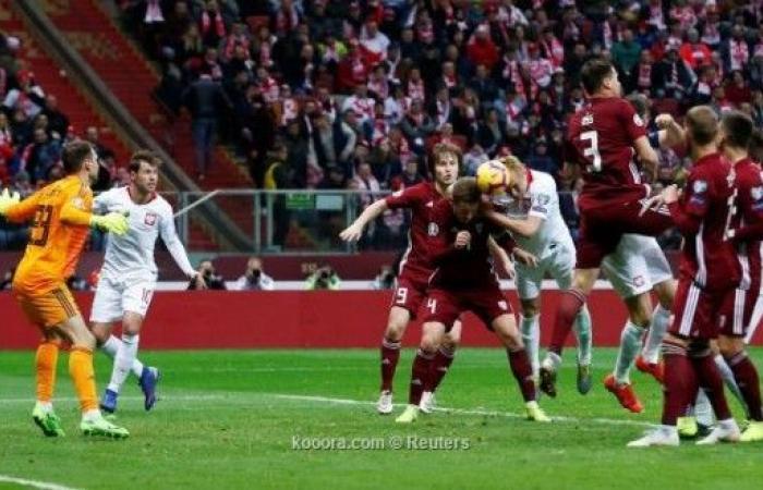 بولندا تحقق فوزاً متأخراً على لاتفيا