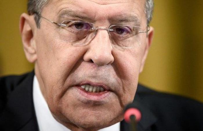 """لافروف يتهم الولايات المتحدة ب""""تدبير انقلاب"""" في فنزويلا"""