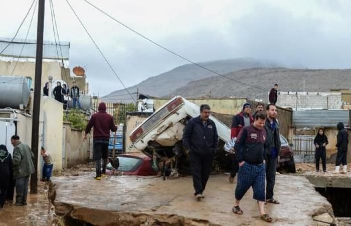 إيران | نائب إيراني: لم لا يتضامن معنا جيراننا بكارثة السيول؟