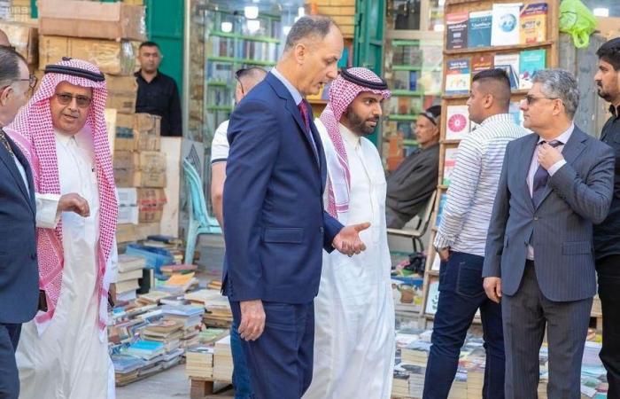 الخليح | وزير الثقافة السعودي يزور معالم بغداد التاريخية
