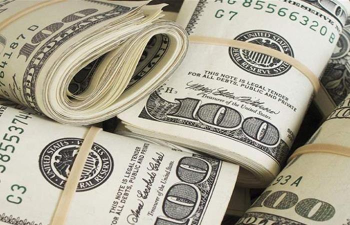 موظف حكومي يتقاضى 23333 دولاراً شهرياً في لبنان.. ورقم تعويض نهاية الخدمة صادم!
