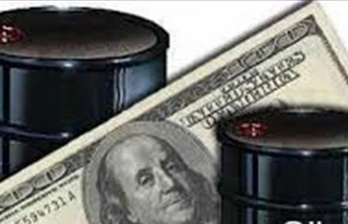 السعودية لن تتخلى عن الدولار في تعاملاتها النفطية