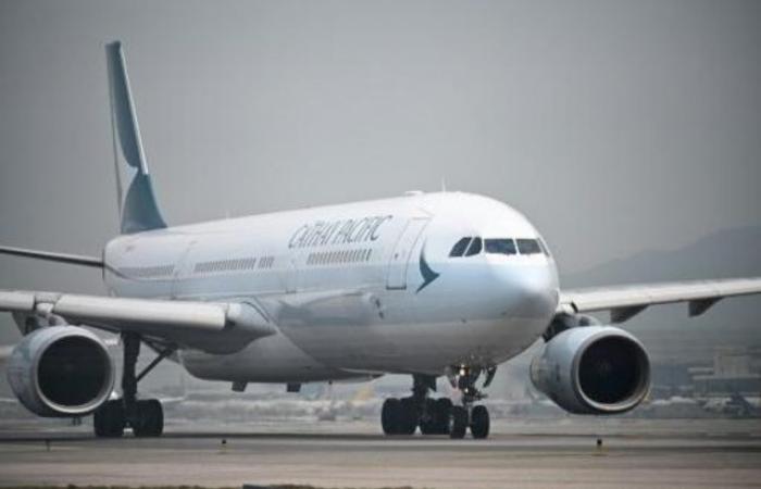 """طائرة تابعة لـ""""كاثاي راغون"""" تهبط اضطراريًا بسلام في جنوب تايوان"""