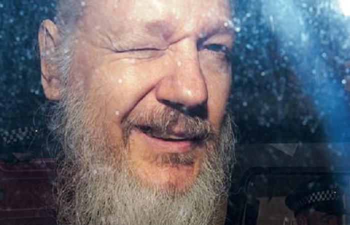 أسانج يواجه السجن عاما في بريطانيا و5 في أميركا