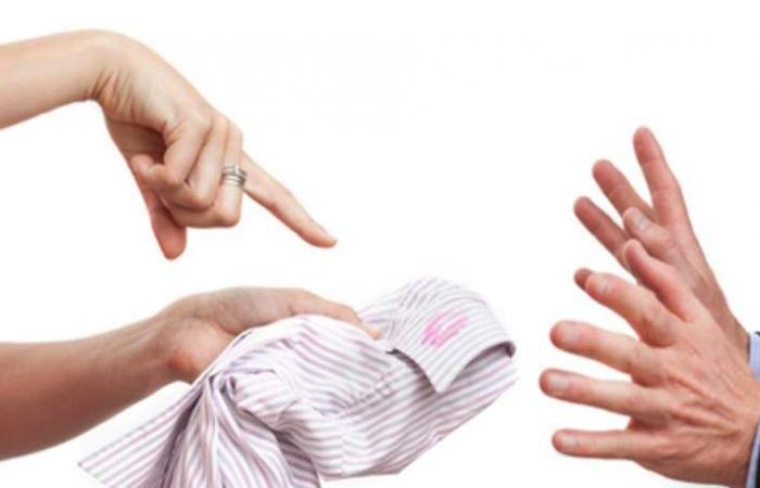 5 وسائل لتكشفي خيانة زوجك.. هكذا يخفي الرسائل السريّة!