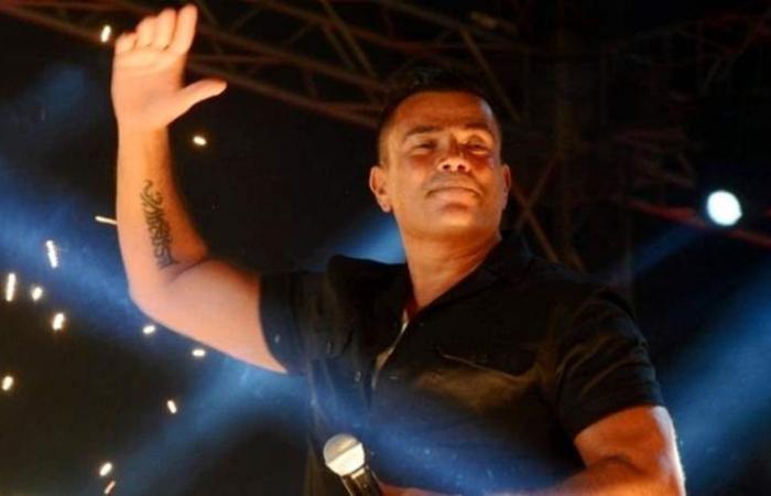 عمرو دياب يحرج أحد معجبيه.. وهذا ما فعله مع طليق هيفاء وهبي (فيديو)