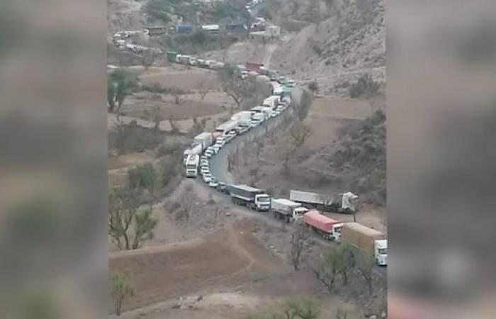 اليمن | الحوثيون يفجرون جسرا حيويا يربط إب والضالع