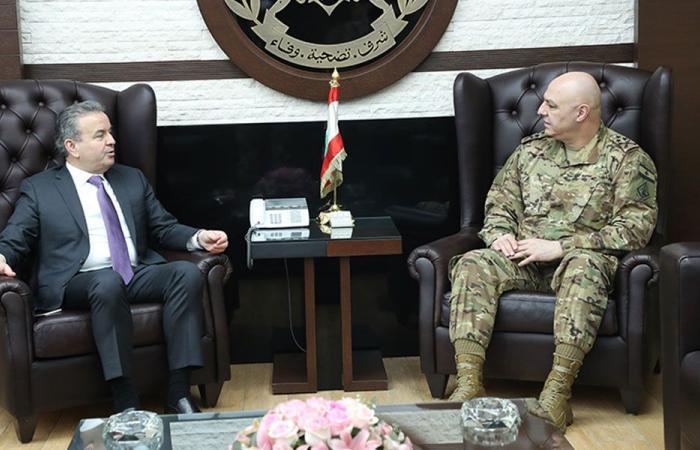 قائد الجيش عرض الاوضاع مع درغام