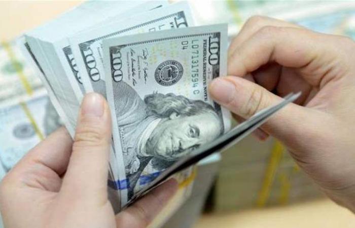 منسوب القلق يرتفع.. أزمة في السوق: السعر غير الرسمي للدولار يقفز إلى 1530 ليرة!