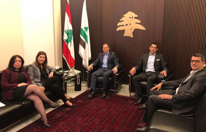 اجتماع بين الجميل ويعقوبيان: في خدمة اللبنانيين